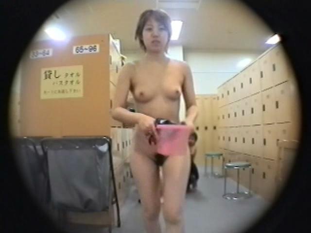 【熟女セックス動画】お局さんと激しく濃厚な社内エッチ。挟んでシゴいて発射しまくり。